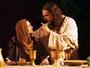 Igor Rickly e Fiuk interpretam a Paixão de Cristo em Nova Jerusalém