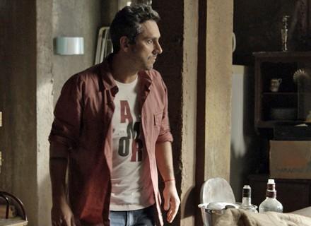 Romero invade esconderijo de Atena por Tóia