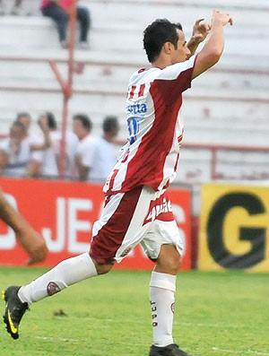 Bruno Meneghel comemora gol do Náutico (Foto: Ag. Estado)