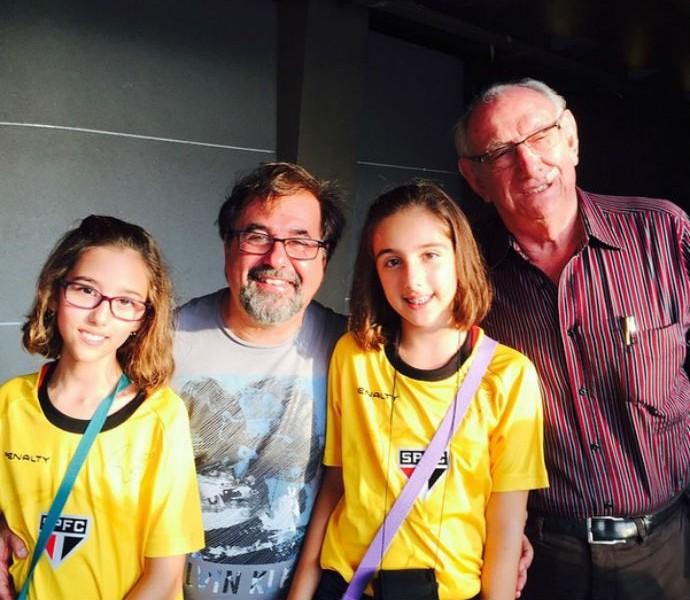 Marco Aurélio Cunha posta foto ao lado do pai e das filhas de Rogério Ceni (Foto: Reprodução / Instagram)