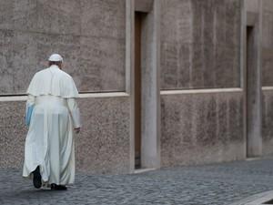 O papa Francisco sai após participar da abertura da Conferência Episcopal Italiana no Vaticano