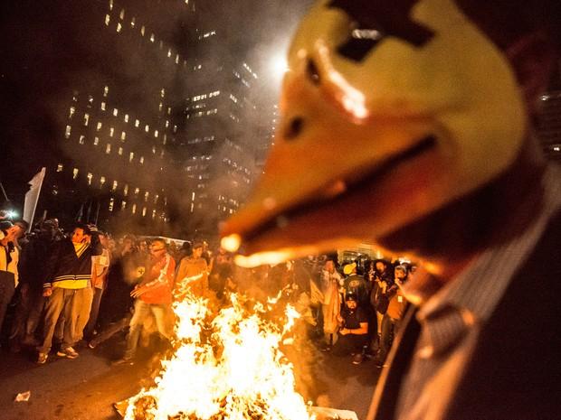 Movimentos sociais protestam contra o presidente em exercício, Michel Temer, em SP (Foto: Cris Faga/Fox Press Photo/Estadão Conteúdo)