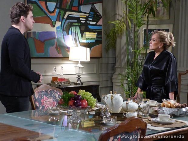 Niko faz pedido inusitado par Pilar (Foto: Amor à Vida/ TV Globo)