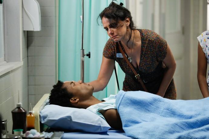Rosângela sofre com situação do filho (Foto: Pedro Carrilho / Gshow)