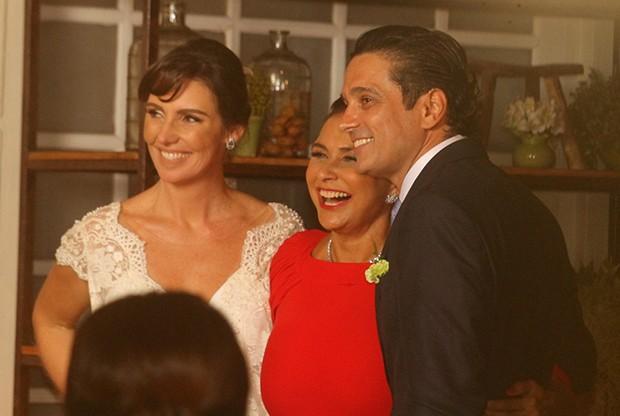 Glenda Kozlowski, Luiz Tepedino e Fafá de Belém (Foto: WEBERT BELICIO E DANIEL DELMIRO / AGNEWS)