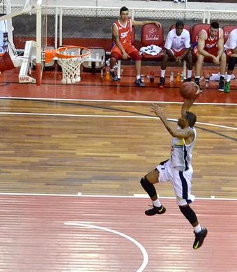 Jimmy Baxter São José Basquete x Pinheiros (Foto: Arthur Marega Filho/ São José Desportivo)
