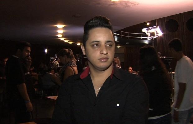 Thiago também prestou suas últimas homenagens a Cristiano Araújo durante velório em Goiânia, Goiás (Foto: Reprodução/TV Anhanguera)