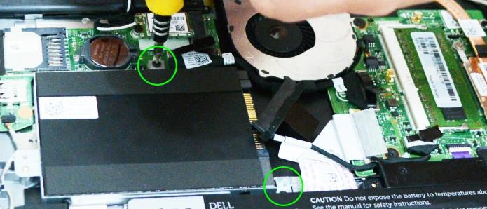 Fique atento à quantidade de parafusos e encaixes necessários para acomodar o disco SSD com segurança (Foto: Reprodução/Adriano Hamaguchi)