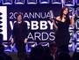 Kim Kardashian recebe prêmio e promete: 'Selfies nua até eu morrer'