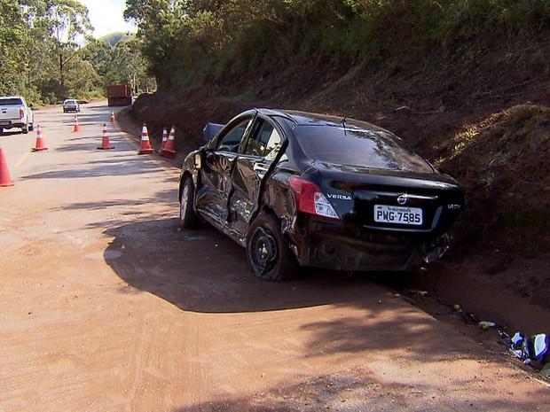 Acidente deixou 2 mortos e cinco feridos na BR-040, em Nova Lima (Foto: Reprodução/TV Globo)
