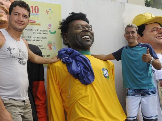 Boneco de Pelé é atração em Olinda (Foto: Diego Moraes/ G1)
