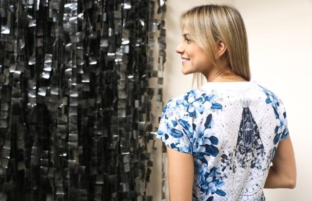 A estilista Sophia Hegg criou t-shirt sustentável e com viés do bem (Foto: Divulgação)
