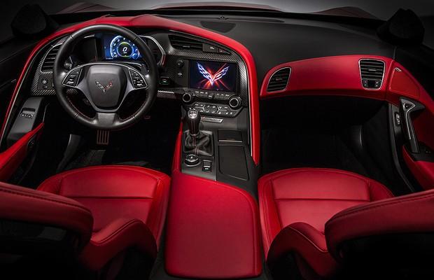 Aceleramos o novo Corvette Stingray com Emerson Fittipaldi