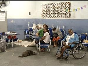 Desabrigados chuvas São Pedro da Aldeia (Foto: Inter TV RJ)