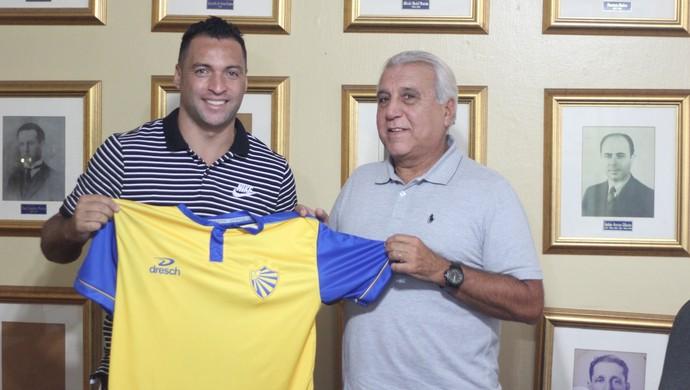 Daniel Carvalho assina carreira no Pelotas  (Foto: Tales Leal / AI ECP, DVG)