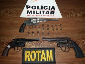 Arma apreendida com homem em São Gonçalo do Pará (Foto: Polícia Militar/ Divulgação)