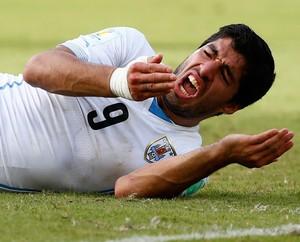 Suarez italia x uruguai (Foto: Reuters)