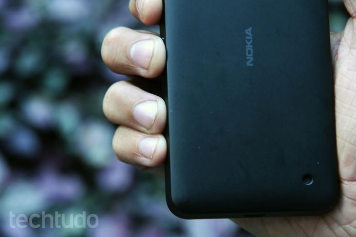 Detalhe do alto-falante do Lumia 630 (Foto: Anna Kellen Bull/TechTudo)
