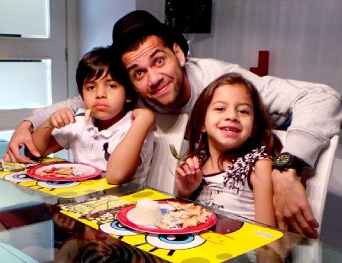 Daniel Alves com os filhos (Foto: Reprodução / Instagran)