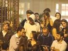 Neymar curte a noite carioca com amigos e deixa festa acompanhado