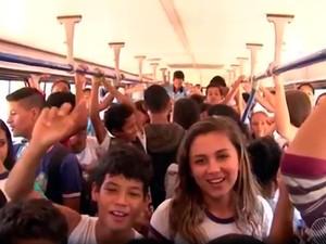 Ônibus com capacidade para 48 pessoas chega a levar 150 em Luís Eduardo Magalhães (Foto: Reprodução/TV Oeste)