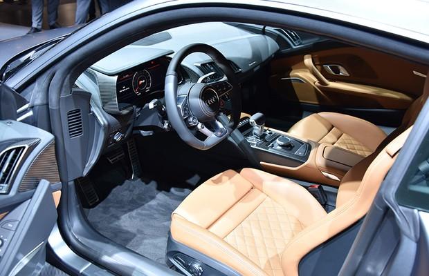 Audi R8 V10 no Salão de Genebra 2015 (Foto: Newspress)