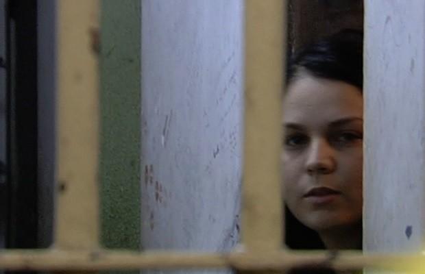 Raquel policena Rosa, que aplicou hidrogel no bumbum na cela de delegacia em Goiânia, Goiás (Foto: Reprodução/TV Anhanguera)