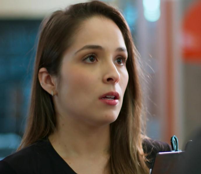Clara acaba abrindo o jogo com Ricardo (Foto: TV Globo)