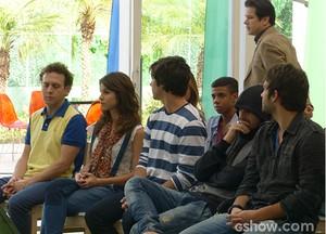 Zac toma seu lugar entre os concorrentes, mas se sente superior (Foto: Geração Brasil / TV Globo)