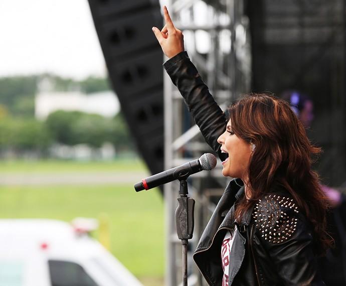 A cantora gospel arrasou com look metaleiro (Foto: Carol Caminha/Gshow)