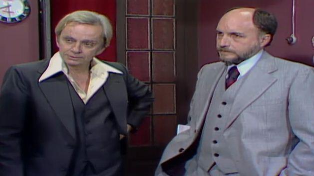 Haroldo e Reginaldo oferecem dinheiro a Gustavo para ele se afastar de Walkria (Foto: Reproduo/viva)