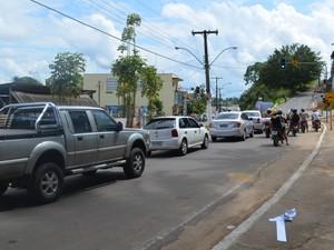 Semáforo foi instalado para tentar amenizar transtornos no transito de Cruzeiro do Sul (Foto: Genival Moura/G1)