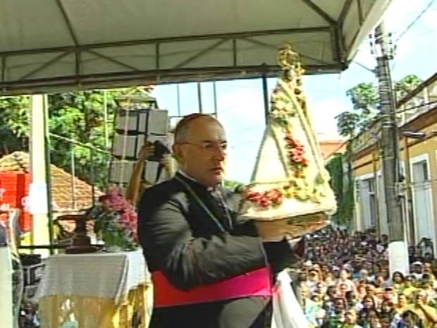 Arcebispo de Belém, Dom Taveira, presidiu missa antes da saída da romaria. (Foto: Reprodução/TV Liberal)