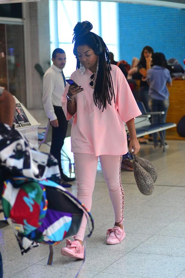 Ludmilla no aeroporto (Foto: William Oda/AgNews)