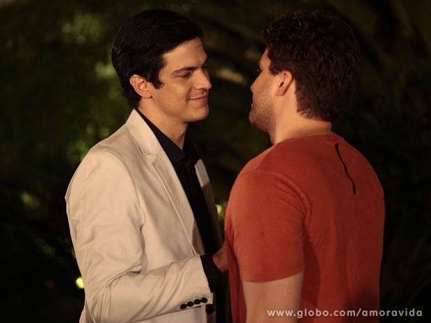 Félix e Niko sentem uma ligação cada vez maior (Foto: Pedro Curi/ TV Globo)