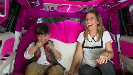 Rodaika passeia com Thomas Machado na limousine rosa