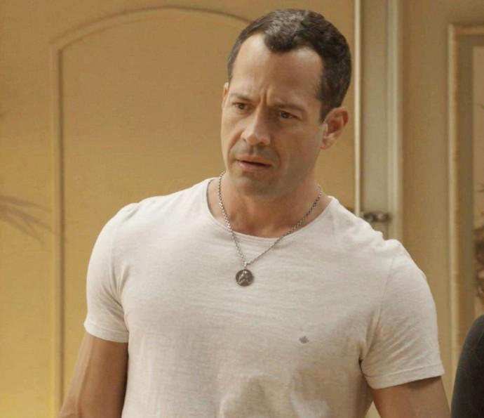 Apolo fica surpreso ao escutar confissão do irmão (Foto: TV Globo)