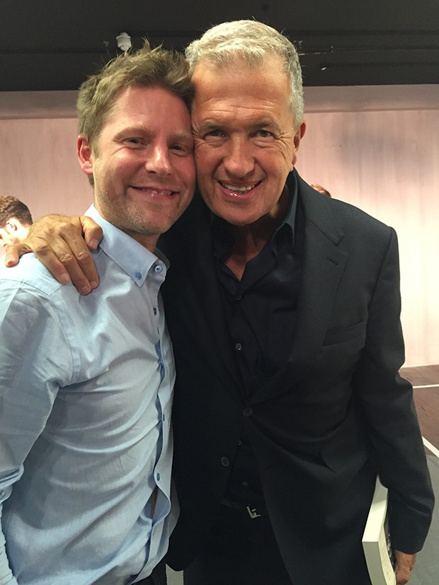 Christopher Bailey, Burberry's Creative Director and CEO (left), with photographer Mario Testino (Foto: @SuzyMenkesVogue)