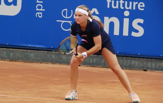 Laura Pigossi em partida da quinta etapa do Circuito Feminino Future de Tênis, em São José dos Campos (Foto: Danilo Sardinha/Globoesporte.com)