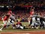 Com passe de gigante de 157kg para TD, Chiefs tiram Broncos dos playoffs