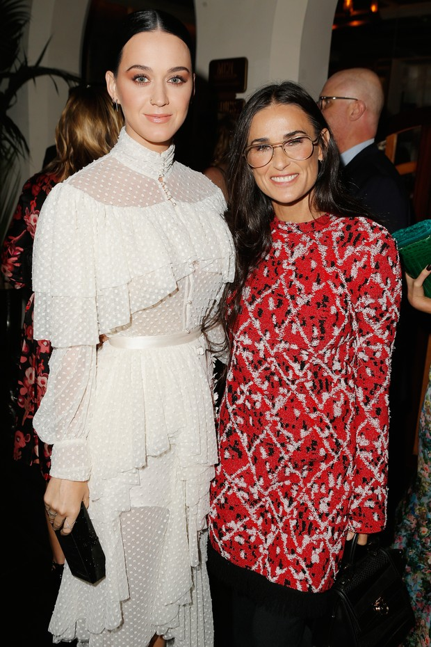 Katy Perry e Demi Moore em evento de moda em Los Angeles, nos Estados Unidos (Foto: Jeff Vespa/ Getty Images)