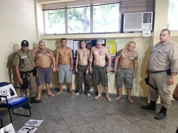 Neonazistas foram detidos neste sábado em Niterói após agressão a um nordestino (Foto: Ana Paula Santos / TV Globo)