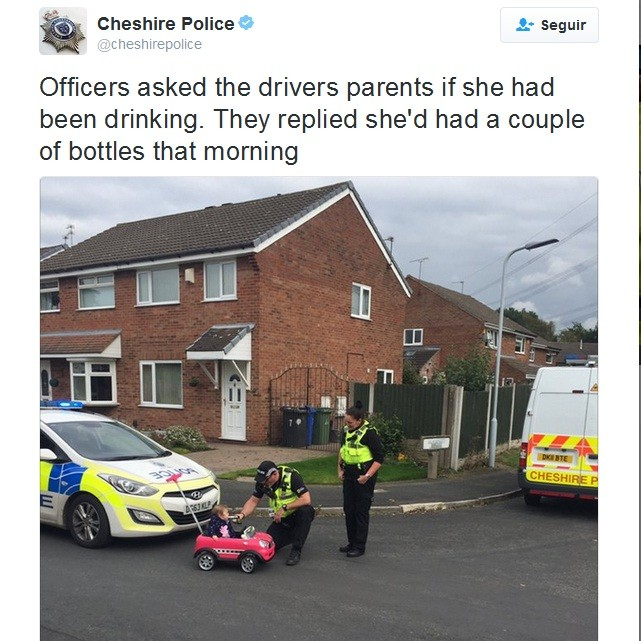 """""""Os policiais perguntaram aos pais se ela havia bebido. Eles responderam que ela tinha bebido algumas garrafas [mamadeiras] naquela manhã"""" (Foto: Reprodução / Twitter)"""