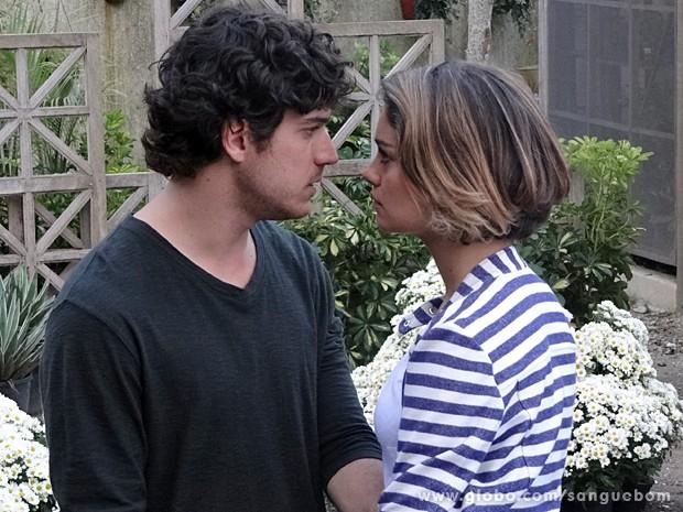 Amora fica revoltada com a decisão dele! (Foto: Sangue Bom / TV Globo)