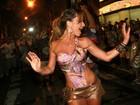 Sabrina Sato empolga em ensaio de rua da Vila Isabel