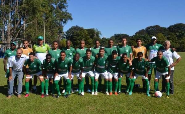 Elenco de 2014 do time de juniores do Uberlândia Esporte Clube (Foto: Divulgação/Canal UEC)