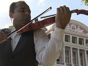 Violinista adotou Manaus como lar (Foto: Amazônia em Revista)
