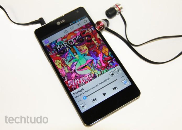 Optimus G traz fones de ouvido bonitos e potentes, junto com bom player (Foto: Elson de Souza/TechTudo)