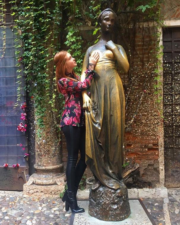 Marina Ruy Barbosa e Julieta, em Verona (Foto: Reprodução/Instagram)