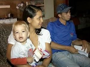 Beb� espera h� 4 meses por cirurgia e corre risco de ficar cego, diz fam�lia em Rio Verde, Goi�s (Foto: Reprodu��o/TV Anhanguera)
